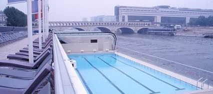 Piscine-Josphine-Baker-Paris