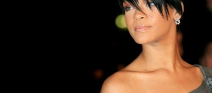 Rihanna-parfum-nude